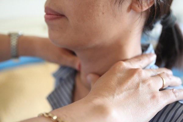 Nỗi lo của nhiều mẹ Việt: Mắc bệnh tuyến giáp có được sinh con và cho con bú? - Ảnh 2.