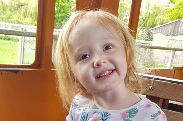 Bé gái 3 tuổi chết trong vòng tay mẹ chỉ vì bị chẩn đoán nhầm ung thư với táo bón - Ảnh 1.