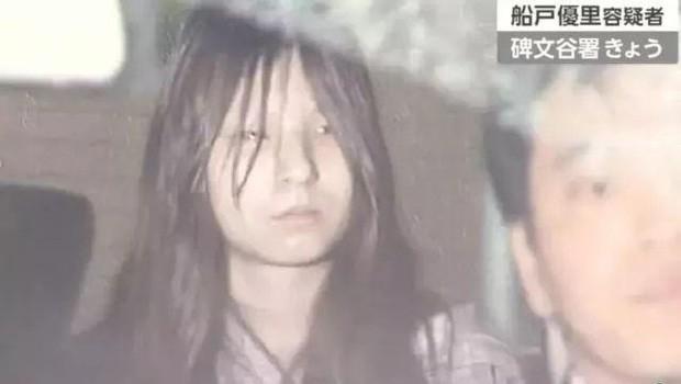Bé gái bị bạo hành chấn động: Mẹ thản nhiên nhìn bố dượng đánh đập và cuốn nhật ký tìm được sau khi qua đời mới đau lòng - Ảnh 3.