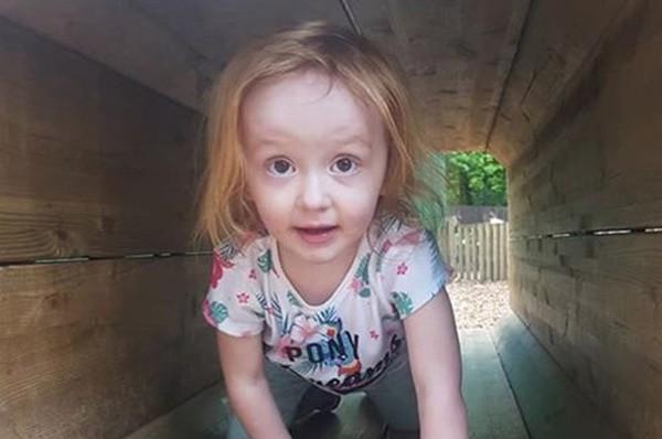 Bé gái 3 tuổi chết trong vòng tay mẹ chỉ vì bị chẩn đoán nhầm ung thư với táo bón - Ảnh 3.