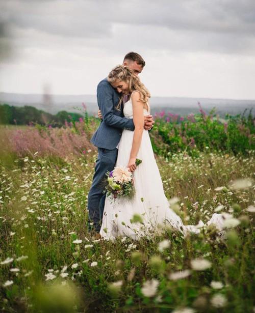 Khu vườn rực rỡ của cặp vợ chồng tự trồng hoa cho đám cưới - Ảnh 5.