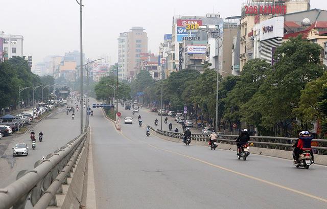 Phố xá Hà Nội vắng lặng yên bình trong ngày đầu năm mới 2020  - Ảnh 12.