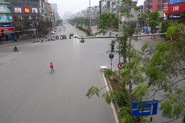 Phố xá Hà Nội vắng lặng yên bình trong ngày đầu năm mới 2020  - Ảnh 14.