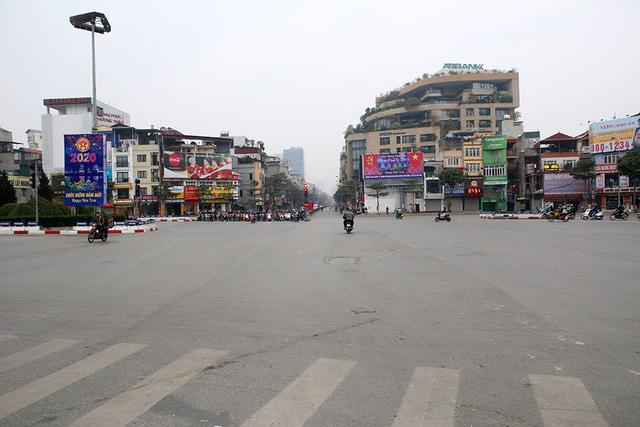 Phố xá Hà Nội vắng lặng yên bình trong ngày đầu năm mới 2020  - Ảnh 3.