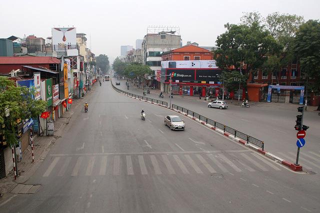 Phố xá Hà Nội vắng lặng yên bình trong ngày đầu năm mới 2020  - Ảnh 4.