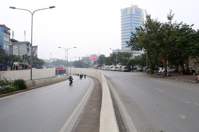 Phố xá Hà Nội vắng lặng yên bình trong ngày đầu năm mới 2020  - Ảnh 6.