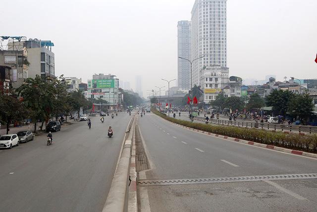Phố xá Hà Nội vắng lặng yên bình trong ngày đầu năm mới 2020  - Ảnh 7.