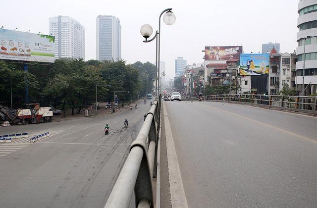 Phố xá Hà Nội vắng lặng yên bình trong ngày đầu năm mới 2020  - Ảnh 9.
