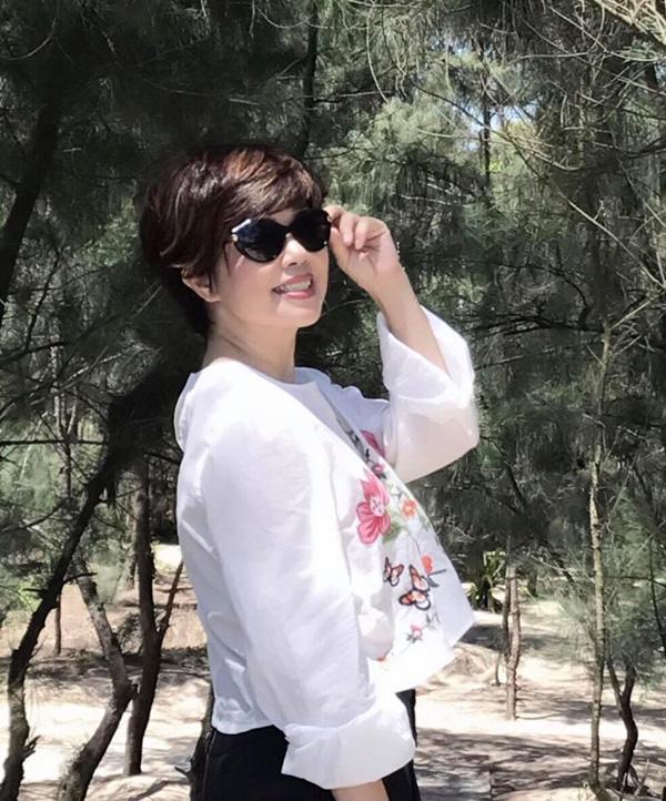 Nhan sắc trẻ trung ở tuổi U60 của diễn viên Ngọc Huyền, vợ cũ Chí Trung - Ảnh 2.