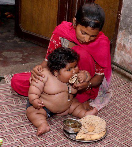 8 tháng tuổi đã gần 20kg, cuộc sống của bé gái nặng ký nhất Ấn Độ hiện tại như thế nào sau 3 năm phát triển với tốc độ chóng mặt? - Ảnh 1.