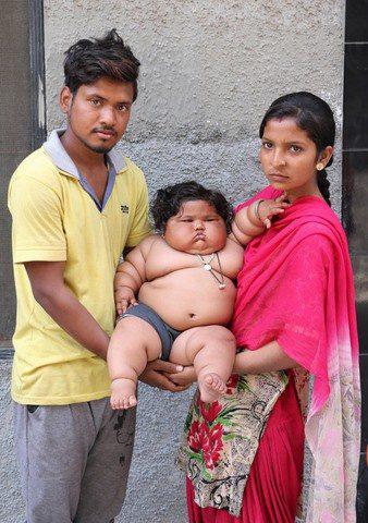 8 tháng tuổi đã gần 20kg, cuộc sống của bé gái nặng ký nhất Ấn Độ hiện tại như thế nào sau 3 năm phát triển với tốc độ chóng mặt? - Ảnh 2.