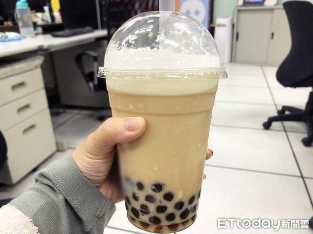 Chuyên gia cảnh báo trẻ nhỏ nghiện uống trà sữa có thể không phát triển chiều cao - Ảnh 1.