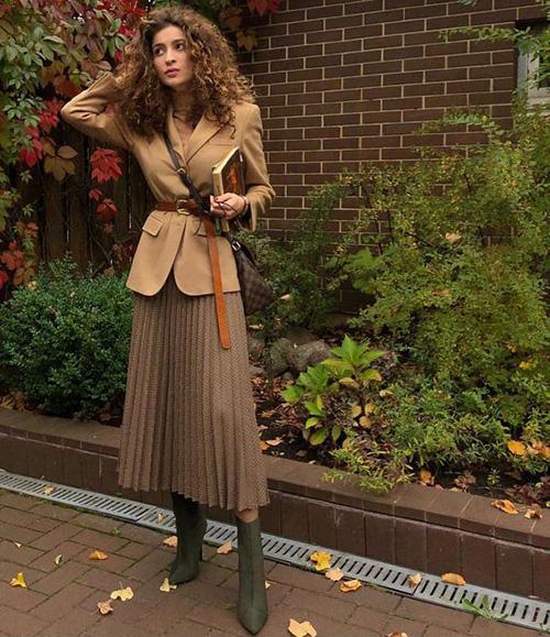 Phối các kiểu áo khoác với chân váy midi - Ảnh 5.