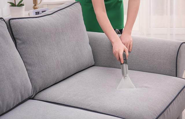 Mẹo làm sạch ghế sofa đón Tết học lỏm từ các chuyên gia vệ sinh - Ảnh 2.