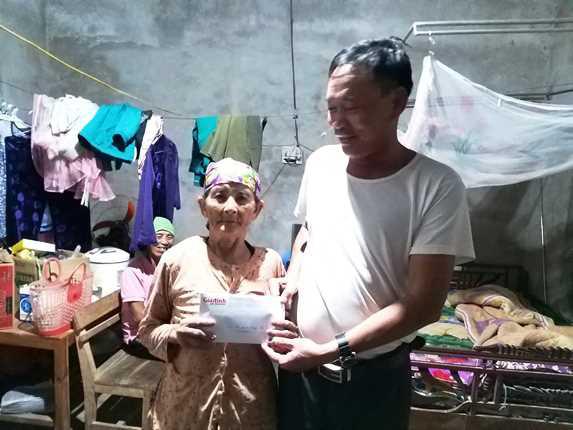 Báo Gia đình và Xã hội trao hơn 40 triệu đồng đến các hoàn cảnh khó khăn ở Nghệ An - Ảnh 1.