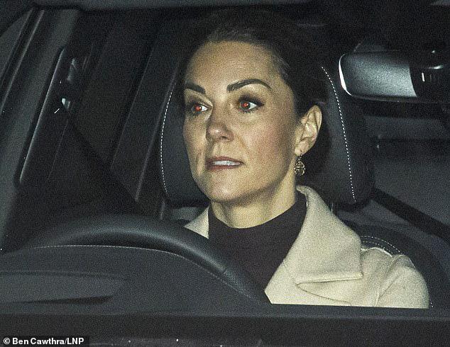 Cuối cùng Công nương Kate cũng chính thức lộ diện sau cú sốc của vợ chồng em dâu Meghan Markle với gương mặt ảm đạm - Ảnh 1.