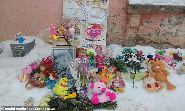 Bé gái 3 tuổi bị bỏ đói đến nỗi phải ăn bột giặt rồi qua đời trong lúc mẹ đi tiệc tùng 1 tuần, hiện trường vụ án gây phẫn nộ - Ảnh 8.