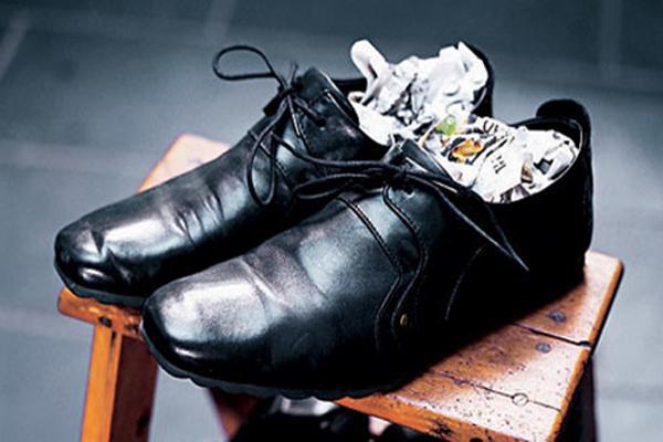Hôi giày thực sự là một vấn nạn khiến nhiều người xấu hổ trước đám đông, mẹo vặt này sẽ giúp bạn khử mùi hiệu quả - Ảnh 3.