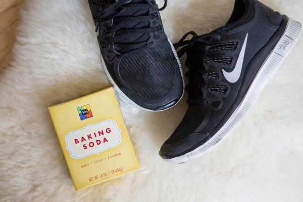 Hôi giày thực sự là một vấn nạn khiến nhiều người xấu hổ trước đám đông, mẹo vặt này sẽ giúp bạn khử mùi hiệu quả - Ảnh 4.