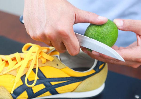 Hôi giày thực sự là một vấn nạn khiến nhiều người xấu hổ trước đám đông, mẹo vặt này sẽ giúp bạn khử mùi hiệu quả - Ảnh 5.