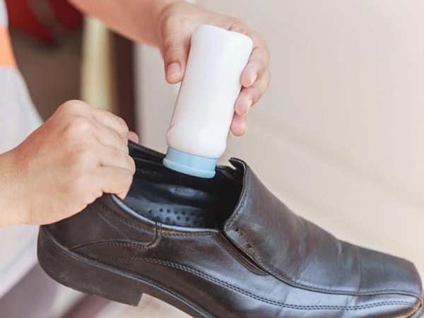 Hôi giày thực sự là một vấn nạn khiến nhiều người xấu hổ trước đám đông, mẹo vặt này sẽ giúp bạn khử mùi hiệu quả - Ảnh 6.