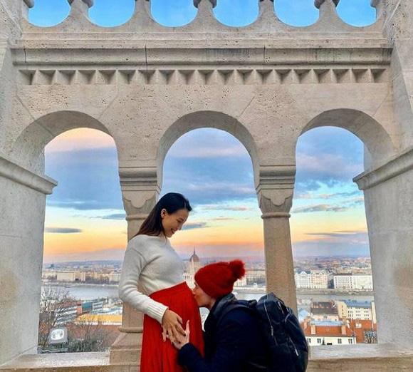 Chia sẻ mục tiêu giảm cân sau khi sinh em bé, Á hậu Hoàng Oanh khiến fan ngất ngây trước màn khoe vòng 1 gợi cảm - Ảnh 2.