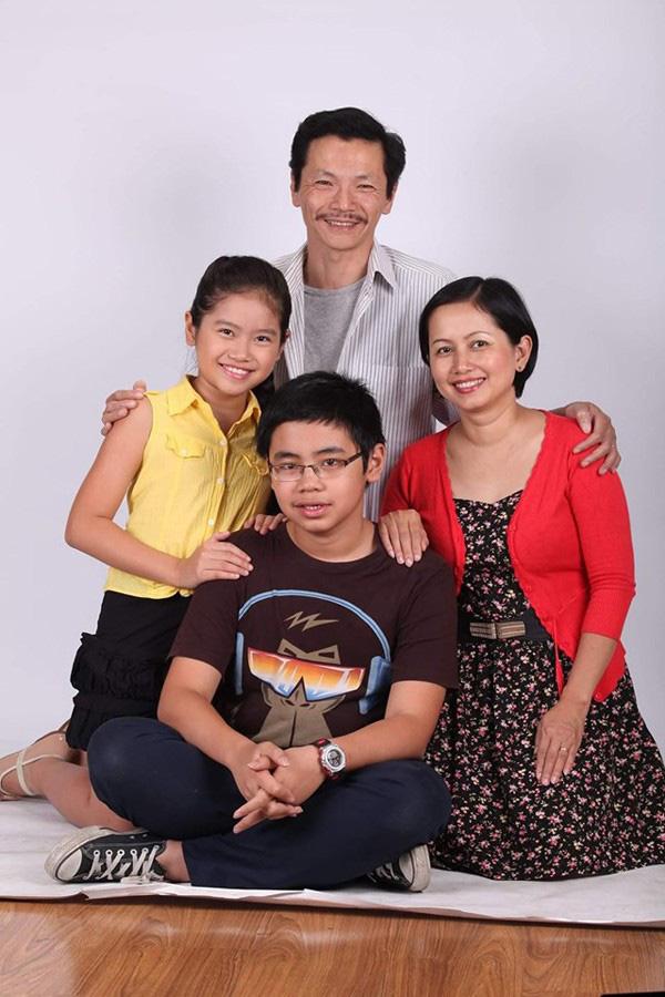 Cuộc sống gia đình hạnh phúc vợ đẹp con ngoan của 2 ông bố gây sốt màn ảnh phim giờ vàng 2019 - Ảnh 4.