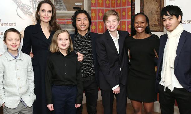 Brad Pitt bị đồn quay lại với vợ cũ, Angelina Jolie tiếp tục nhận nuôi người con thứ 7? - Ảnh 2.