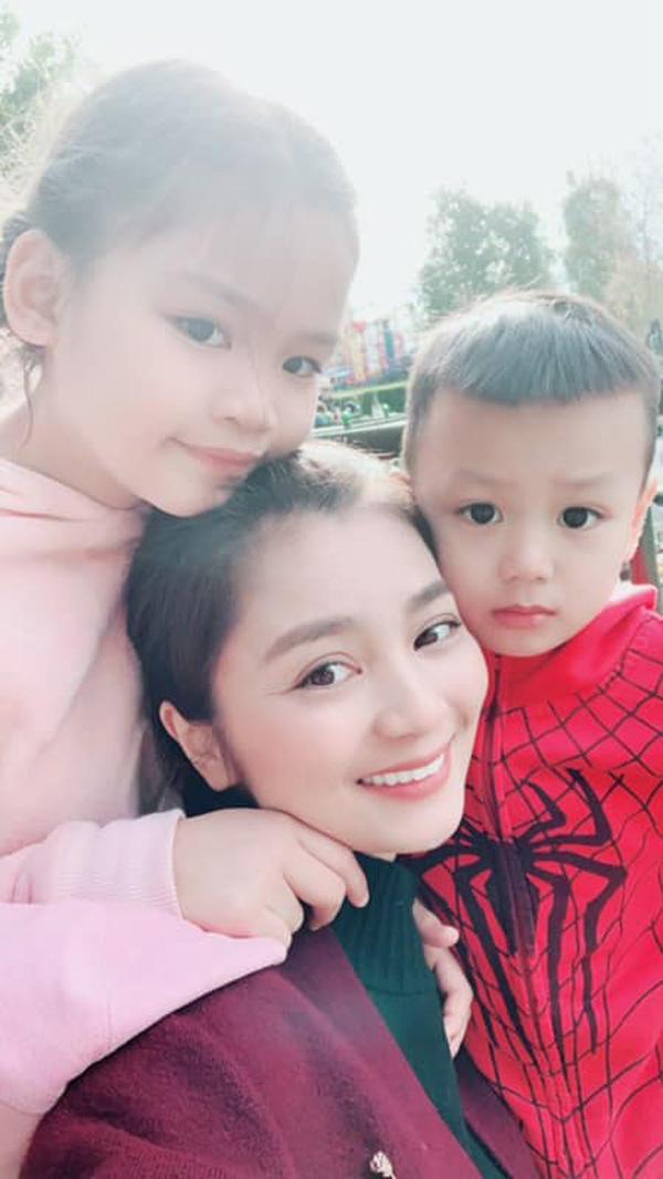 Nỗi đau mất bố trước khi theo chồng con sang Mỹ của cô San Diệu Hương Hoa hồng trên ngực trái - Ảnh 4.