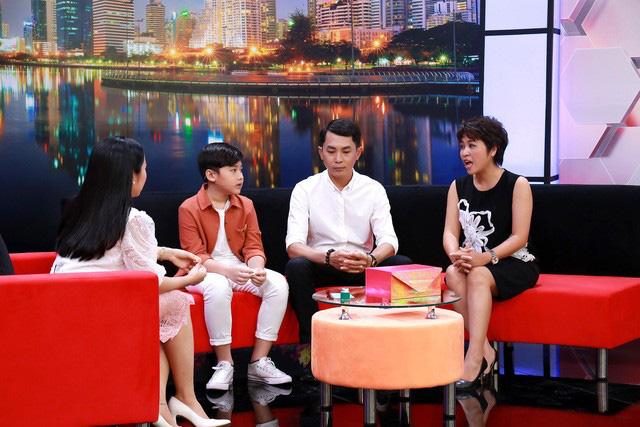 Ốc Thanh Vân bật khóc tiết lộ lý do không để 3 con tham gia showbiz - Ảnh 2.