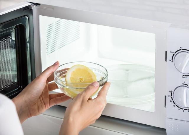 Vệ sinh đúng cách TV, tủ lạnh và các thiết bị điện để đón Tết  - Ảnh 4.