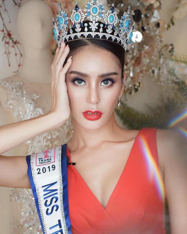 Chuyện hi hữu showbiz: Hoa hậu chuyển giới Thái Lan bất ngờ phẫu thuật trở lại thành nam giới ngay sau khi đăng quang vì muốn tìm lại chính mình - Ảnh 1.