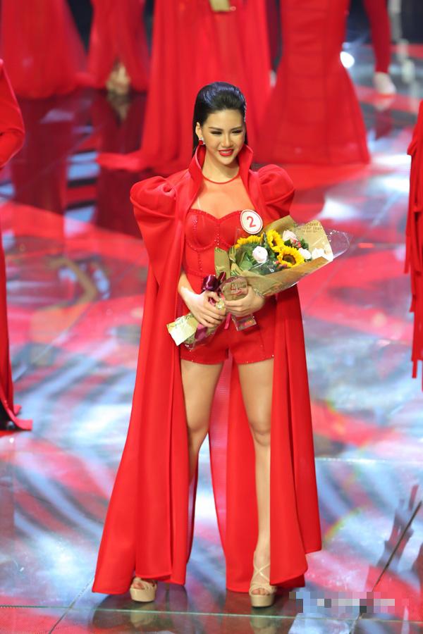 Hoa hậu sinh năm 1998 có làn trắng sứ hơn cả Ngọc Trinh kể chuyện tết xưa ở gia đình bên ngoại - Ảnh 1.