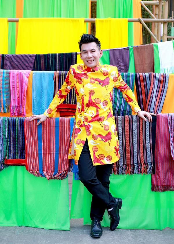 Con trai 15 tuổi có chiều cao khủng của diễn viên Hiền Mai diện áo dài cùng mẹ và ca sĩ Đoan Trường - Ảnh 11.