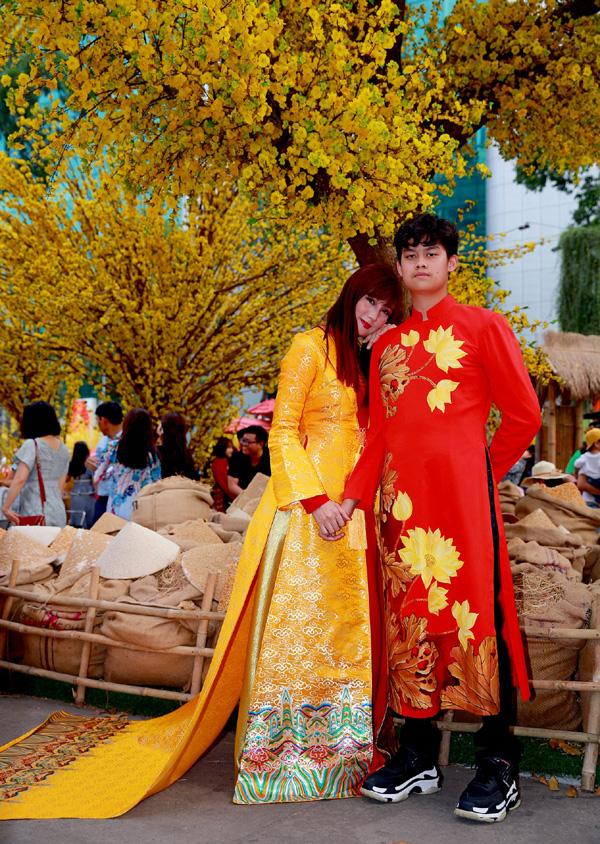 Con trai 15 tuổi có chiều cao khủng của diễn viên Hiền Mai diện áo dài cùng mẹ và ca sĩ Đoan Trường - Ảnh 7.