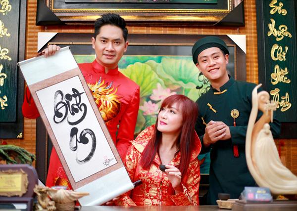 Con trai 15 tuổi có chiều cao khủng của diễn viên Hiền Mai diện áo dài cùng mẹ và ca sĩ Đoan Trường - Ảnh 10.
