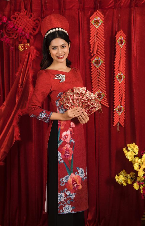 Chân dung bố mẹ trẻ đẹp của Hoa hậu Hương Giang khiến fan ngỡ ngàng qua bộ ảnh đón Tết Canh Tý 2020 - Ảnh 6.