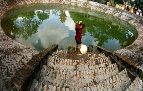 Tại sao nhiều nhà trữ đầy nước trước giao thừa? - Ảnh 2.