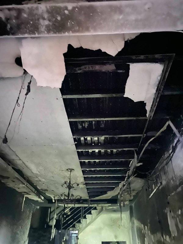 TP. HCM: Cháy 2 căn nhà lúc rạng sáng mùng 1 Tết, 5 người được giải cứu nhưng nhiều xe máy bị thiêu rụi - Ảnh 2.