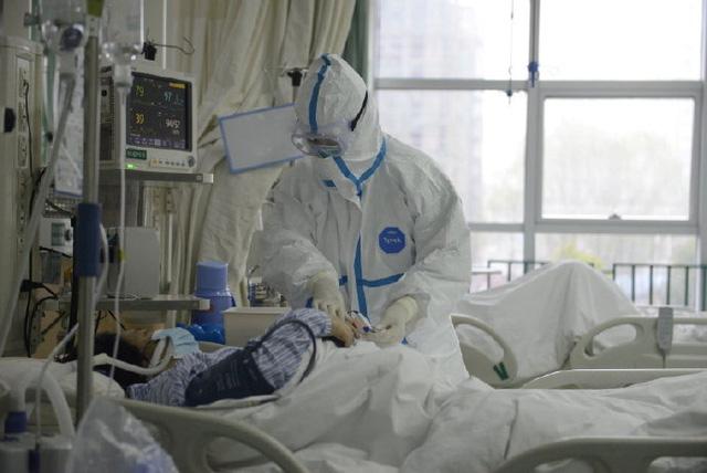 Chỉ 1 ngày, tăng gần 500 người mắc, 26 người tử vong vì virus corona - Ảnh 1.