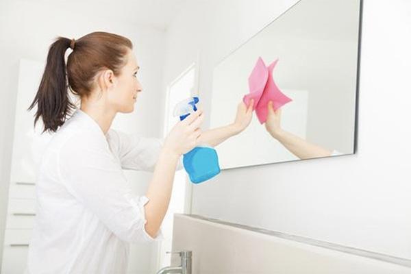 Lau chùi nhà cửa đón Tết bạn tuyệt đối đừng mắc những sai lầm này kẻo hỏng hết đồ đạc - Ảnh 4.