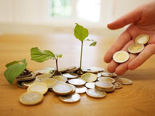 Cách tiết kiệm, giảm nợ và tiêu ít hơn trong năm mới - Ảnh 2.