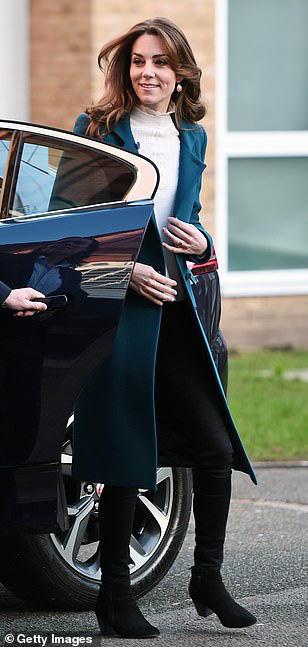 Hình ảnh mới nhất của Công nương Kate: Ngoại hình đặc biệt gây chú ý lấn át luôn cả chuyện xấu trong gia đình hoàng gia Anh - Ảnh 2.