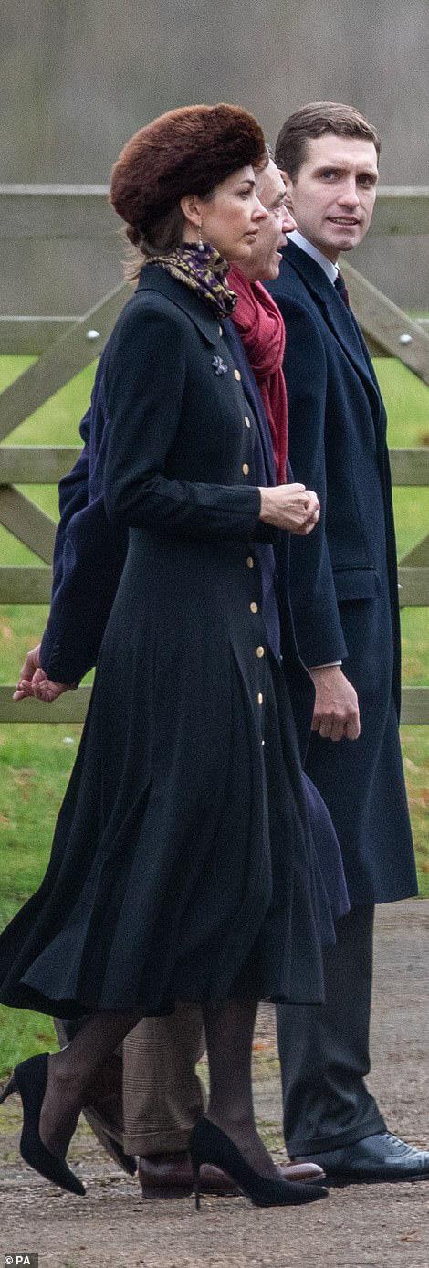 Lần đầu tiên Công nương Kate xuất hiện công khai cùng tình địch sau vụ lùm xùm ngoại tình của chồng, đáng chú ý là vẻ mặt của kẻ thứ 3 - Ảnh 4.