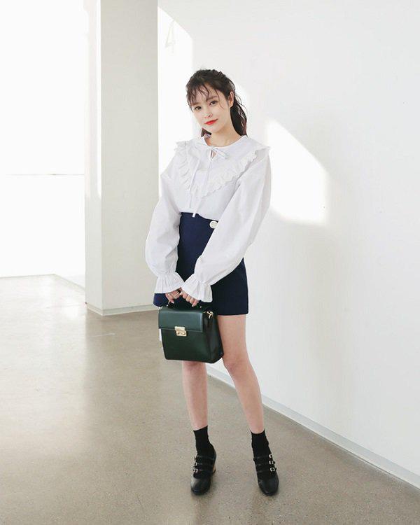 Khéo chọn áo sơ mi cách điệu, phong cách đi làm của chị em sẽ bớt nhàm chán hơn nhiều  - Ảnh 1.