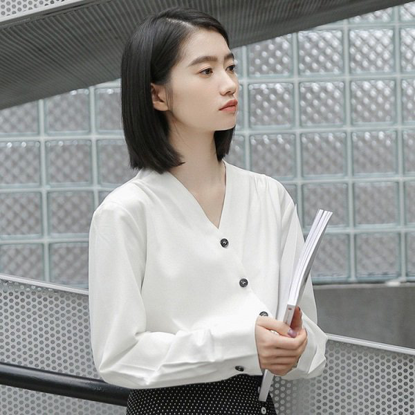 Khéo chọn áo sơ mi cách điệu, phong cách đi làm của chị em sẽ bớt nhàm chán hơn nhiều  - Ảnh 20.