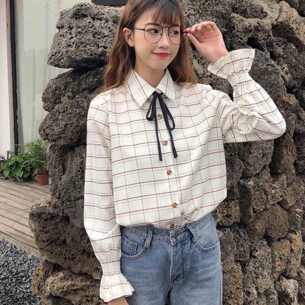 Khéo chọn áo sơ mi cách điệu, phong cách đi làm của chị em sẽ bớt nhàm chán hơn nhiều  - Ảnh 10.