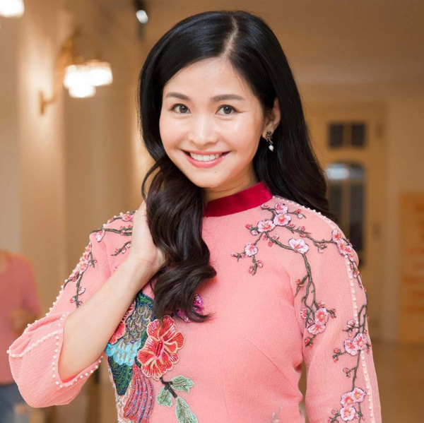 Nhan sắc mặn mà tuổi 48 của MC Đặng Châu Anh, bà xã đạo diễn Đỗ Thanh Hải - Ảnh 2.