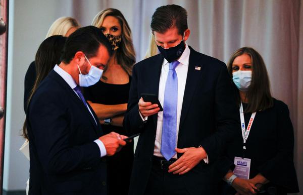 Bức ảnh của Đệ nhất Phu nhân Tổng thống Mỹ cùng con riêng của chồng bất ngờ gây tò mò trong dư luận - Ảnh 4.