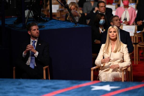 Bức ảnh của Đệ nhất Phu nhân Tổng thống Mỹ cùng con riêng của chồng bất ngờ gây tò mò trong dư luận - Ảnh 6.